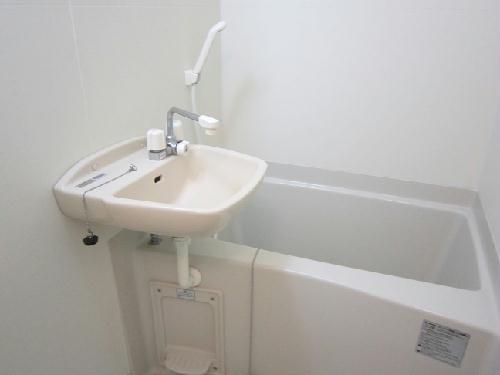 レオパレスエレガンスオキノミヤ 205号室の風呂