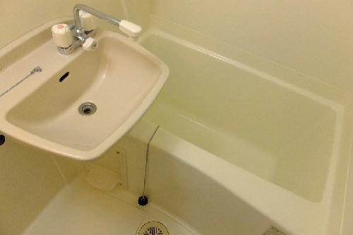 レオパレスwisteria 210号室の風呂