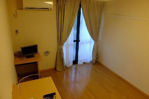 レオパレスウィステリア神田 208号室のリビング