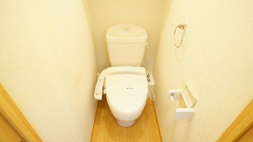 レオパレスけやき通り 103号室のトイレ