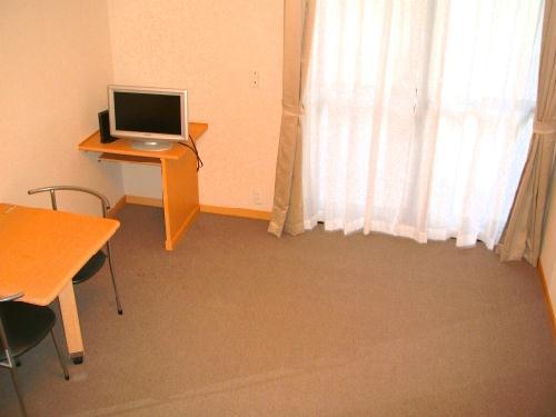 レオパレスセンターヴィレ 308号室のリビング