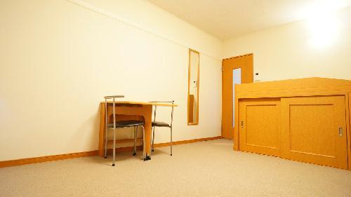 レオパレスソレイユⅡ 215号室のリビング