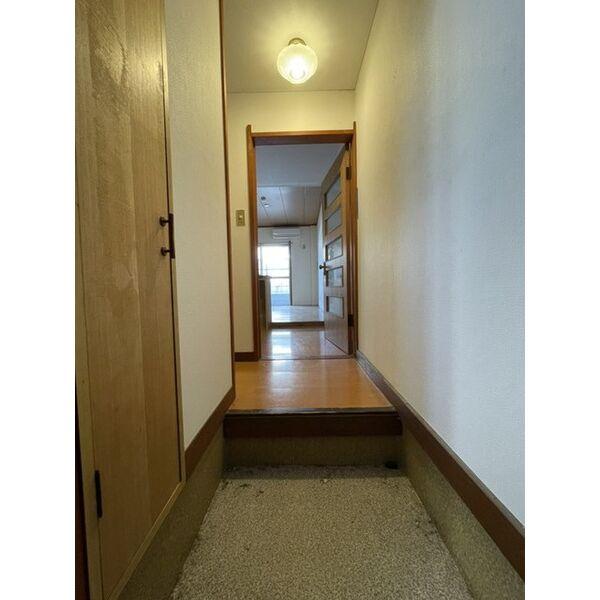 プレアール下原 105号室の玄関