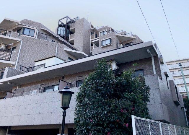 ライオンズマンション五反野駅前通りの外観