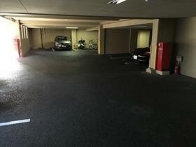 ハイリスベーネ池下 D-2号室の駐車場