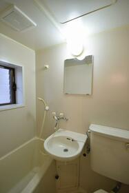 メゾンうの木 102号室の洗面所