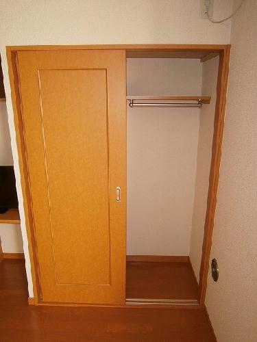 レオパレスオレンジヒル 103号室の収納
