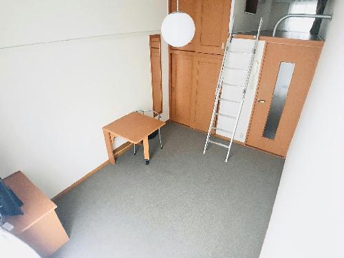 レオパレスホワイトプラム 203号室の玄関