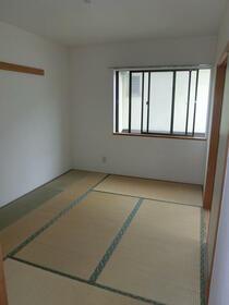 ソフィアスズキ 202号室のベッドルーム