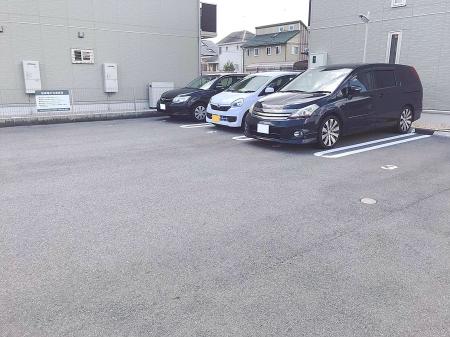 ルーナ・クレシェンテ A棟の駐車場