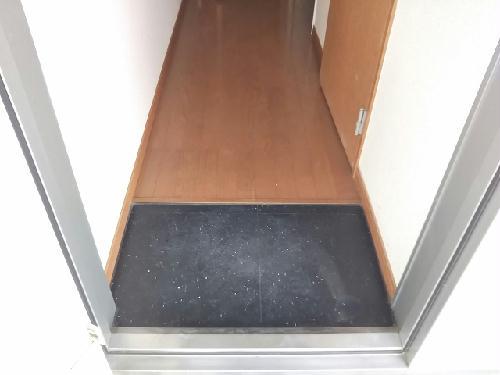 レオパレスKM 103号室の玄関