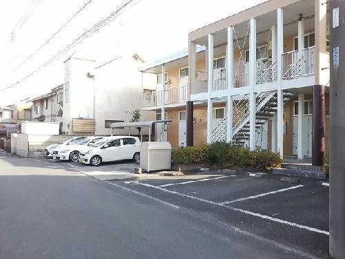 レオパレスKM 103号室の駐車場