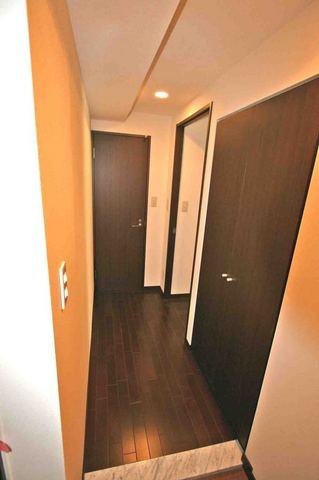 ブルソール信濃町 306号室の玄関