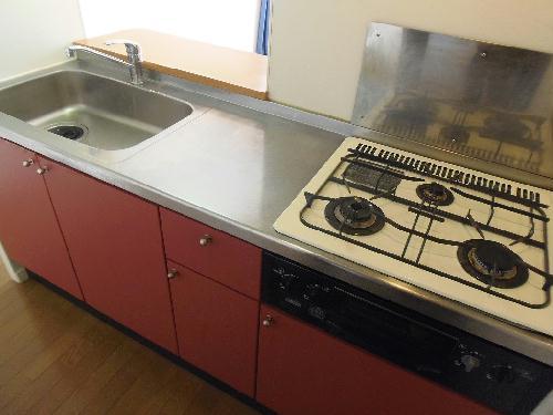レオパレスアゼリア 102号室のキッチン