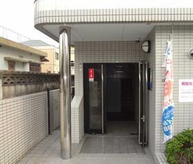 PLEAST南福岡のエントランス
