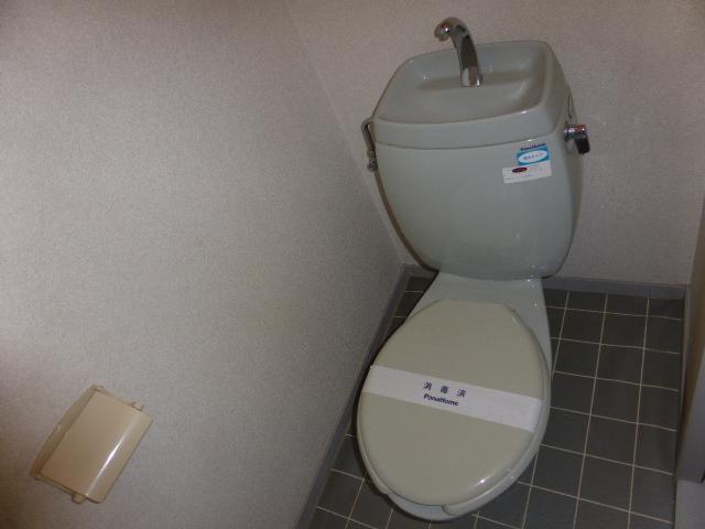 ナガシマハイツ A102号室のトイレ