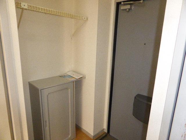 ナガシマハイツ A102号室の玄関