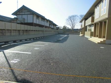パークドオートム Fの駐車場
