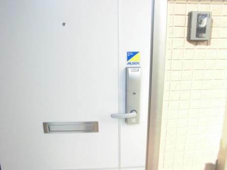パークドオートム Fの玄関