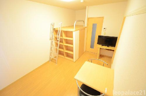 レオパレスパッカイ 103号室の居室