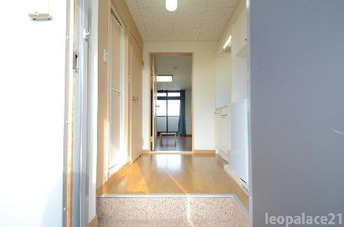 レオパレス堀内 101号室の玄関