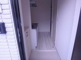 K RESIDENCE 302号室の玄関