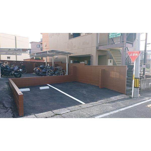 カーサ天白島田 212号室の駐車場
