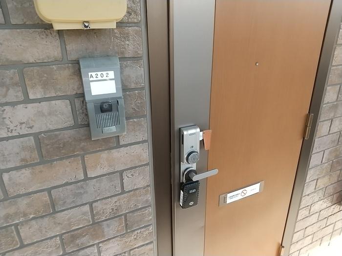 カンパーレ A 202号室の玄関