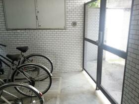 日興パレス江古田の駐車場
