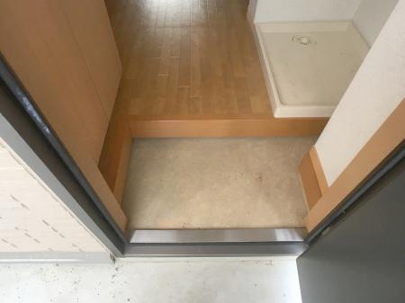 アムール A/B A103号室の玄関