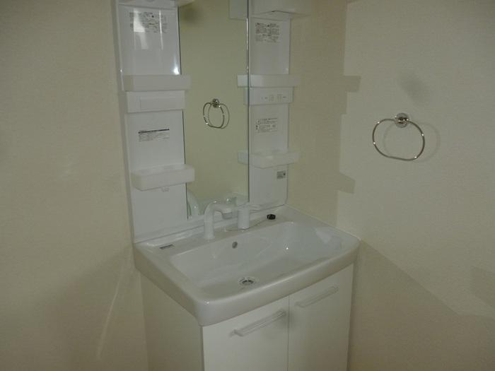 コーポ小谷ヶ丘 102号室の洗面所