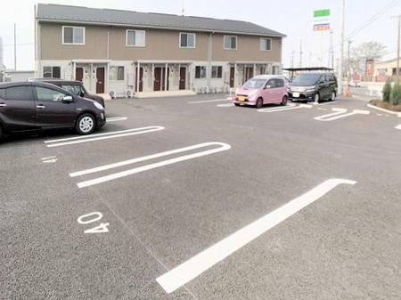 ミッドパレス市場町 II 203号室の駐車場