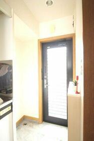 ゴールドハイツ・・・日当良好・・・ 202号室の玄関