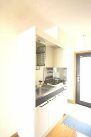 ゴールドハイツ・・・日当良好・・・ 202号室のキッチン