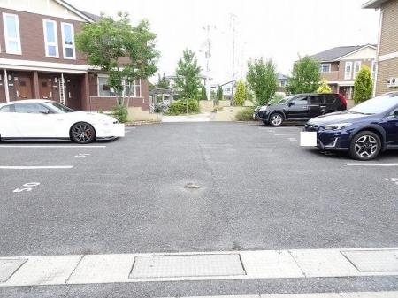 パークドプランタン Dの駐車場