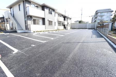 パン・リーヴ(PIN・RIVE) 103号室の駐車場