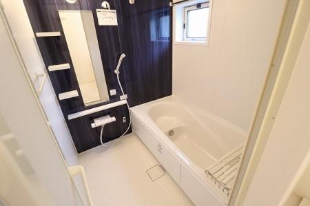 パン・リーヴ(PIN・RIVE) 103号室の風呂