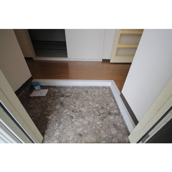 メゾンカルダンB 103号室の玄関