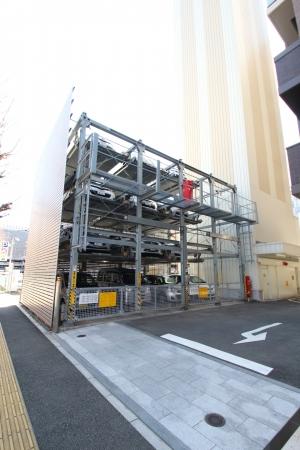 リーブル 博多駅前の駐車場