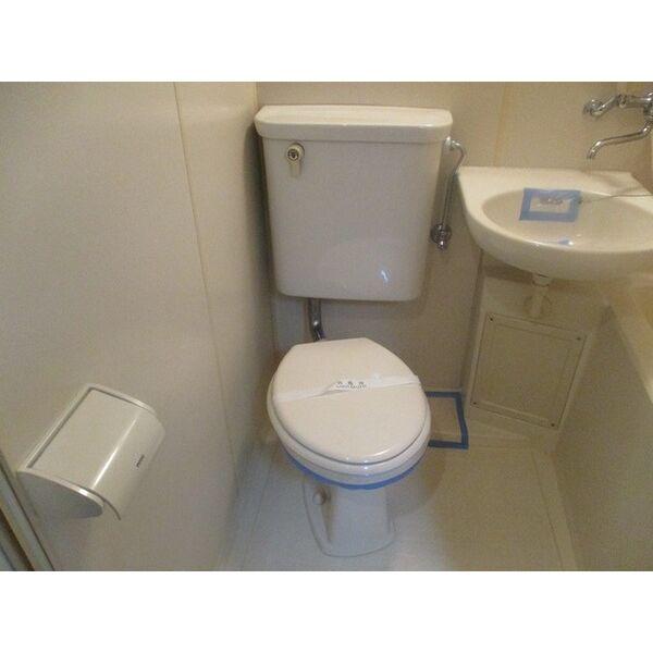プレアール新大阪Ⅲ 303号室のトイレ