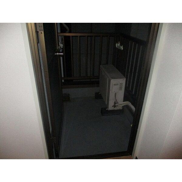 プレアール新大阪Ⅲ 303号室のバルコニー