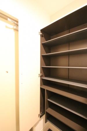 D-room地行 103号室の玄関