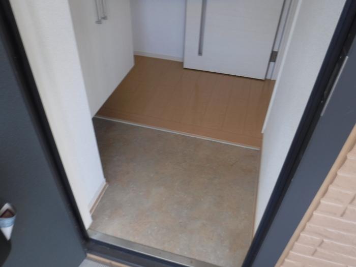 エテルナK・H 205号室の玄関