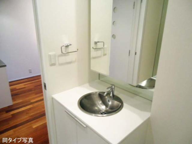 コンフォリア代官山青葉台 0202号室の洗面所