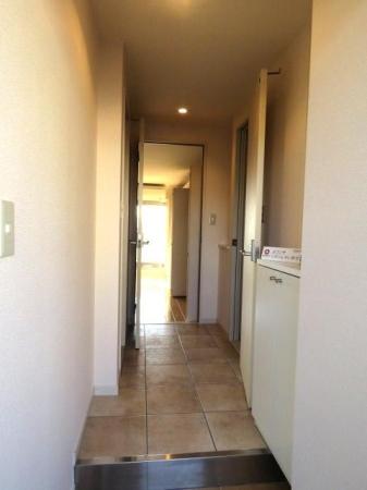 アクアライブラ 306号室の玄関
