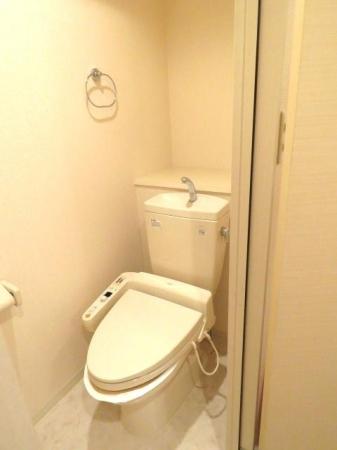 アクアライブラ 306号室のトイレ