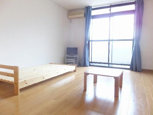 レオパレスサンライズ富岡 103号室のリビング