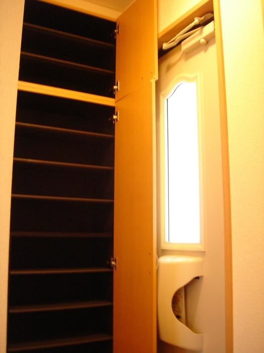 エーデルハイム ASAKAーB 105号室の玄関