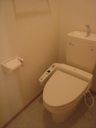 リビングタウン森岡 A 101号室のトイレ