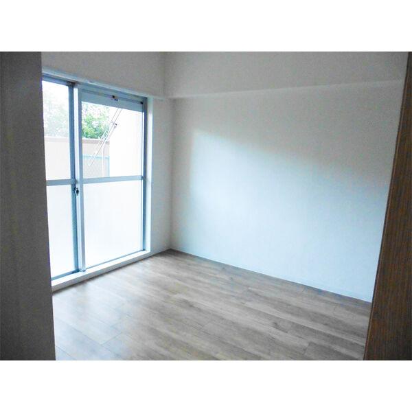 ヒルトップ東山 102号室の居室